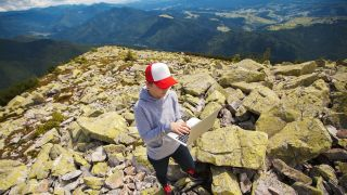 Mit dem Laptop in die Berge, Foto: Colourbox